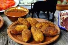 Вкусные рецепты: Суп из зеленого горошка с мятой, маринованный сыр, чернослив с суфле